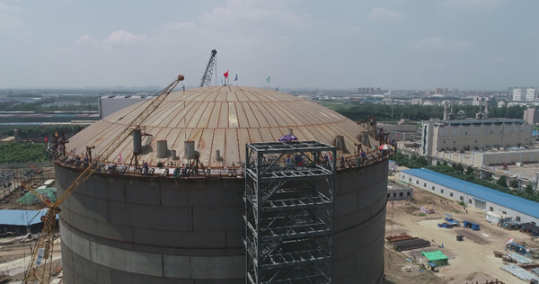 bimetallic fully containment LNG tank successfully lifted